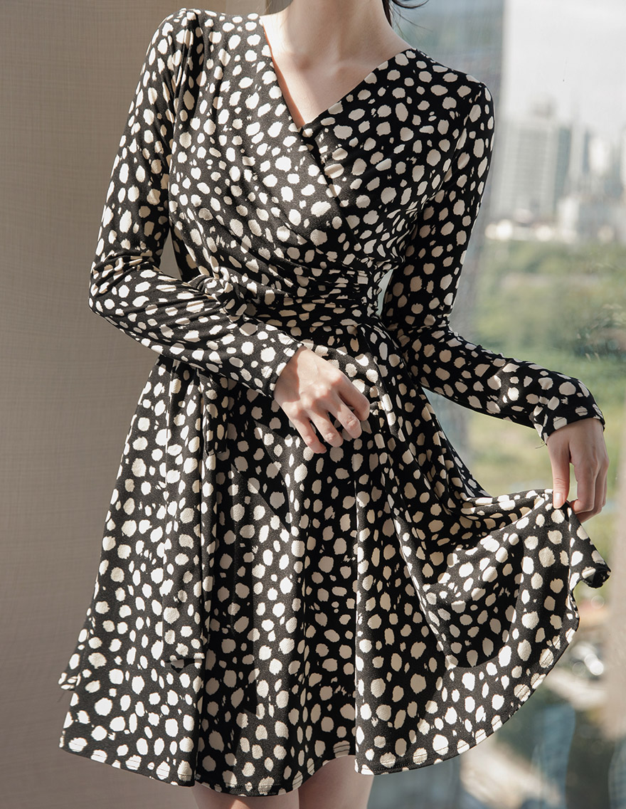 달리호텔 / Dot Print Wrap Dress