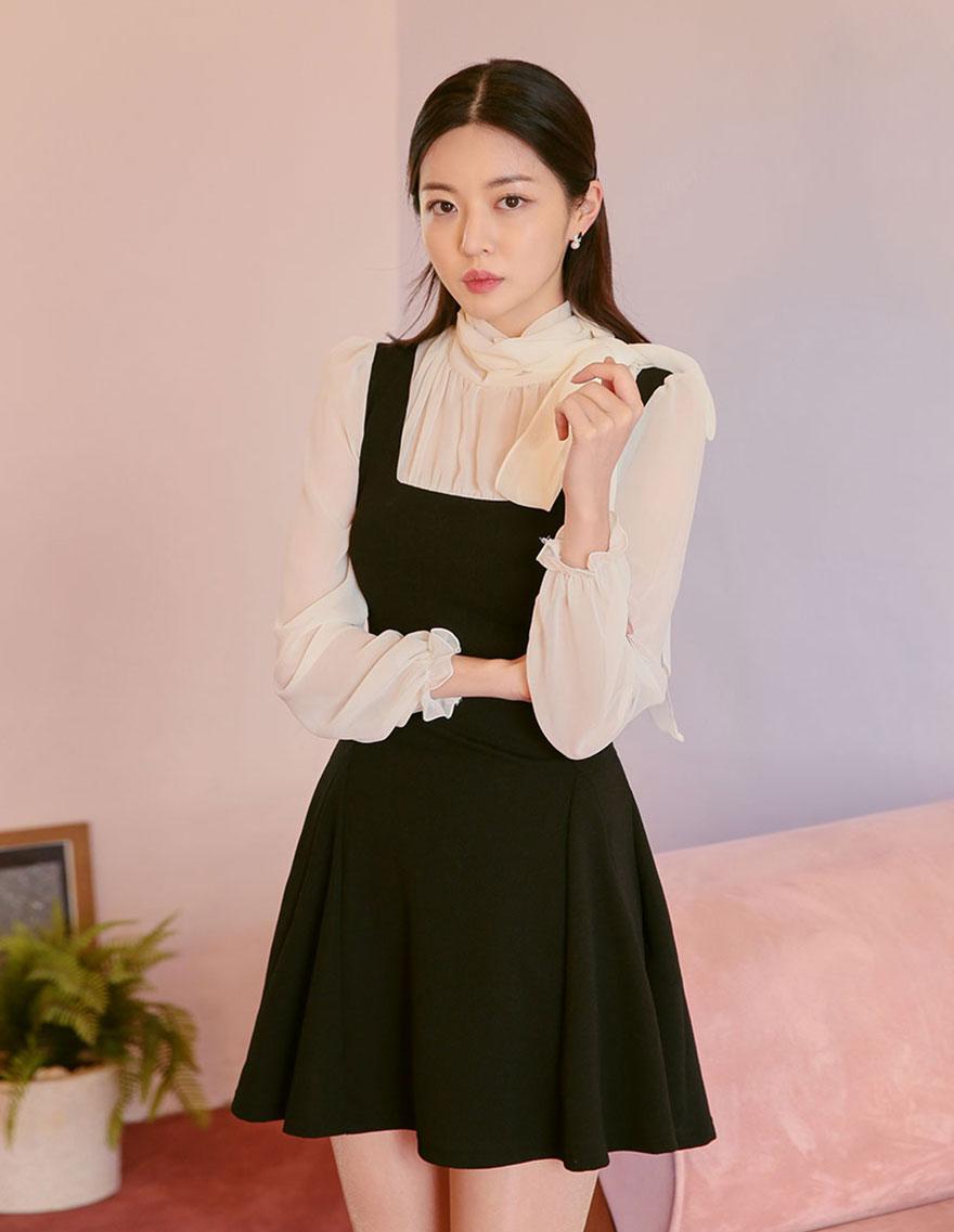[CHUU]褶边蝴蝶结系带连衣裙