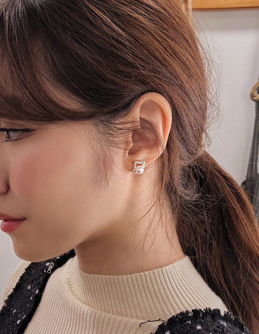 Square Cubic Pearl Earring - 감성오피스룩 쇼핑몰 달리호텔(Dali Hotel)