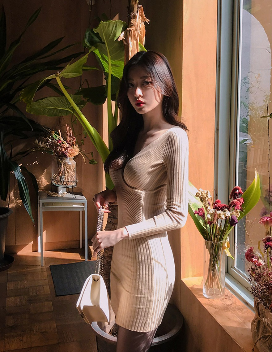 달리호텔 / Ribbed Knit Wrap Dress