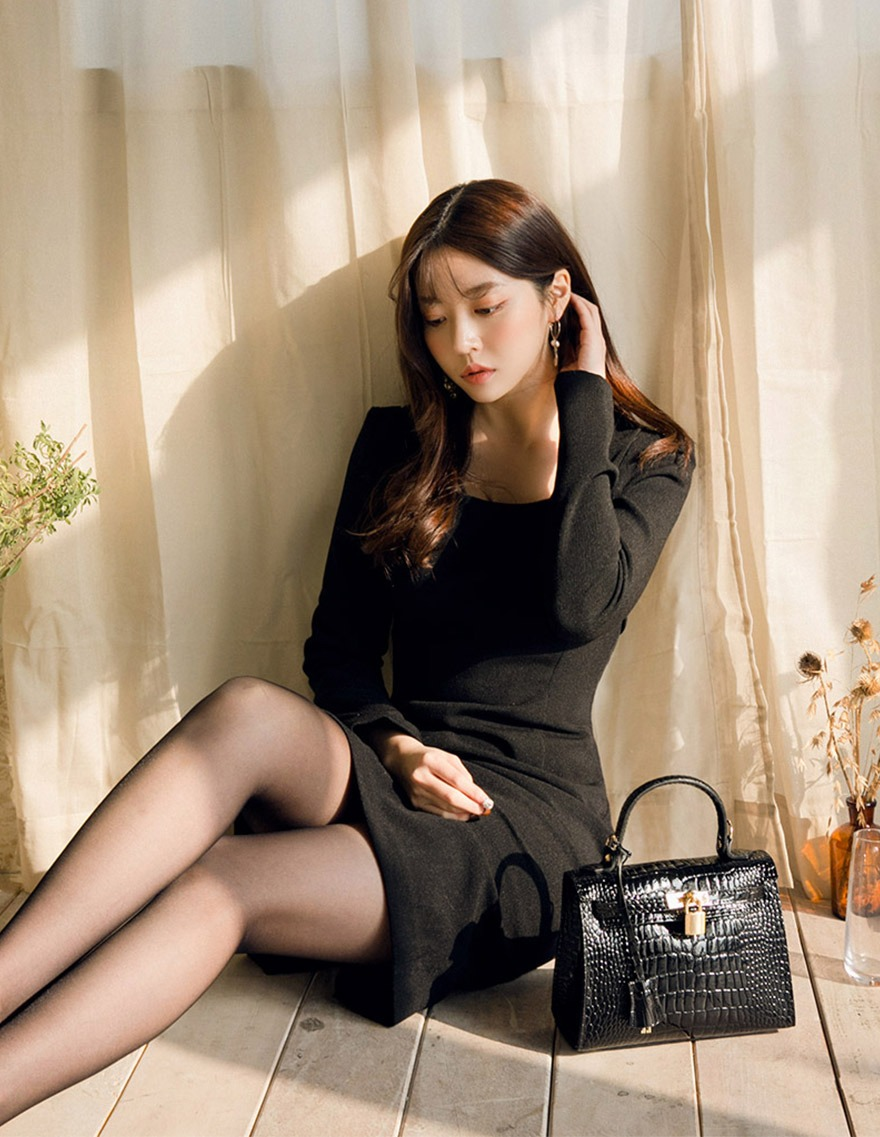 달리호텔 / Modern Square Neck Dress
