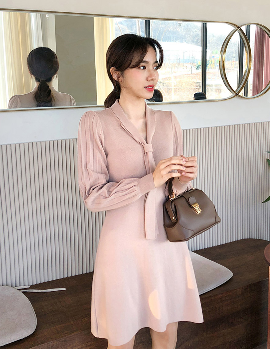 달리호텔 / Tie Pleated Sleeve Knit Dress