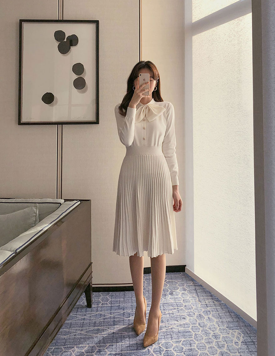 달리호텔 / Pearl Button Pleated Dress