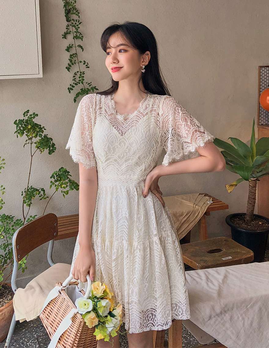 달리호텔 / Flare Sleeve Lace Dress