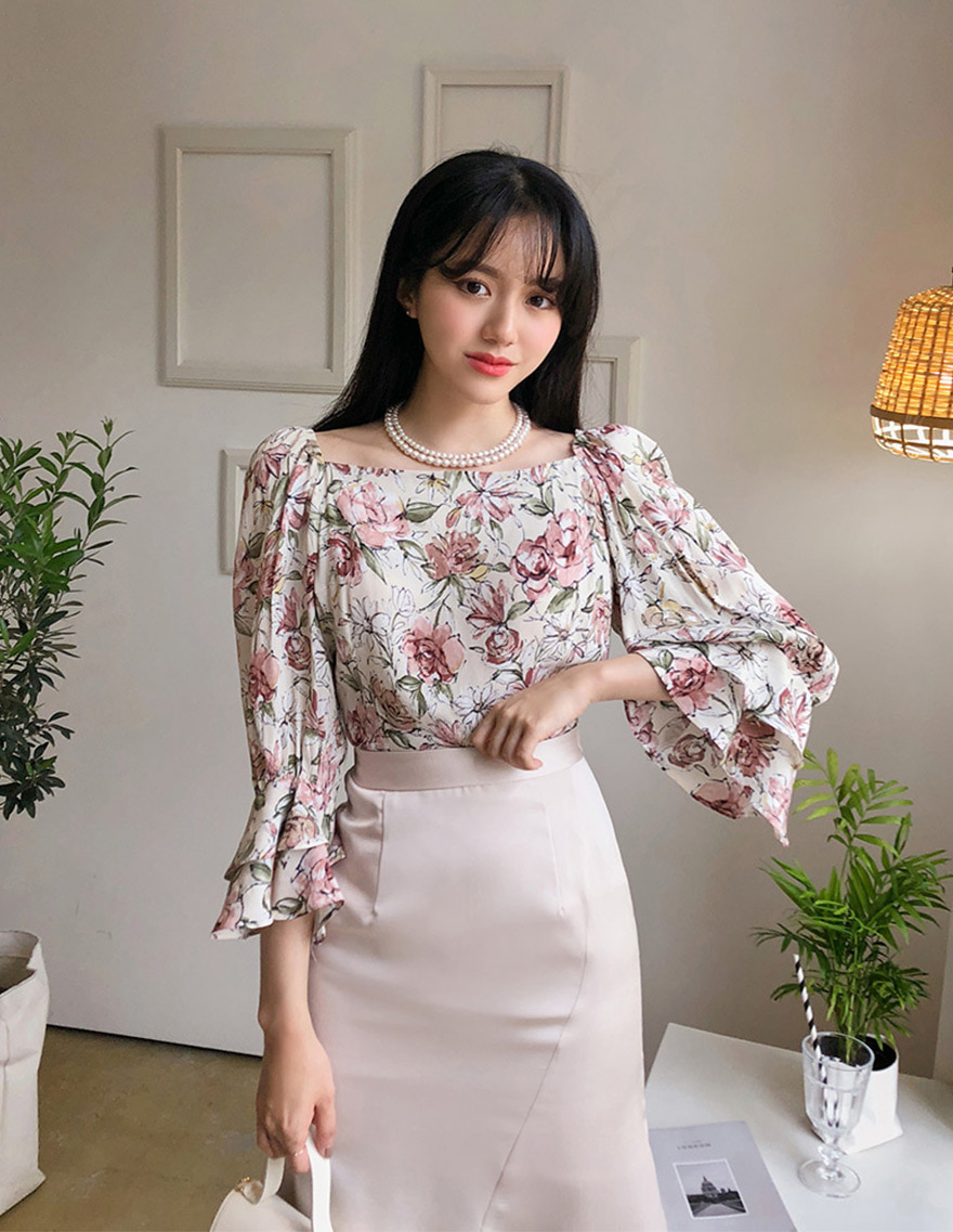 달리호텔 / Big Floral Blouse