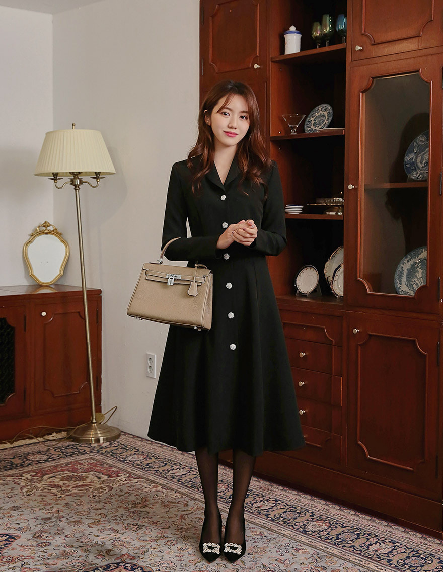 달리호텔 / Sam Shawl Collar Cubic Button Dress