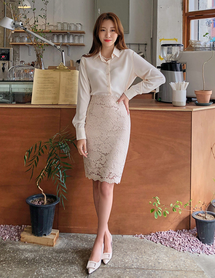 달리호텔 / Lilac Lace Pencil Skirt