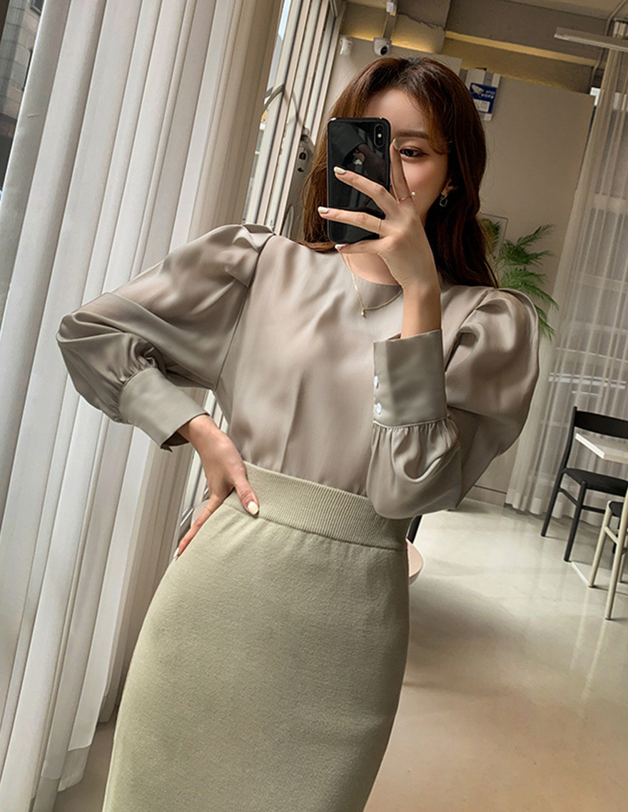 달리호텔 / Tencel Volume Puff Blouse_H63269