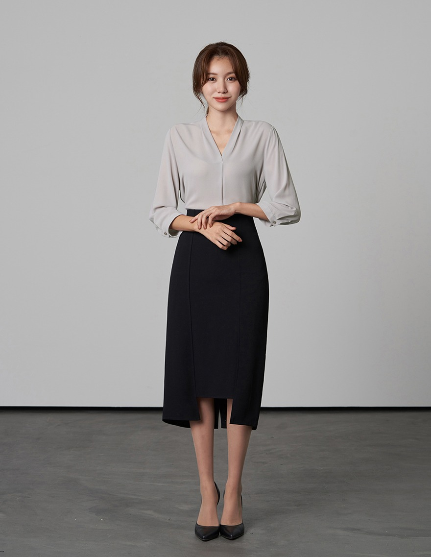 달리호텔 / Very Simple V-neck Blouse_H65878