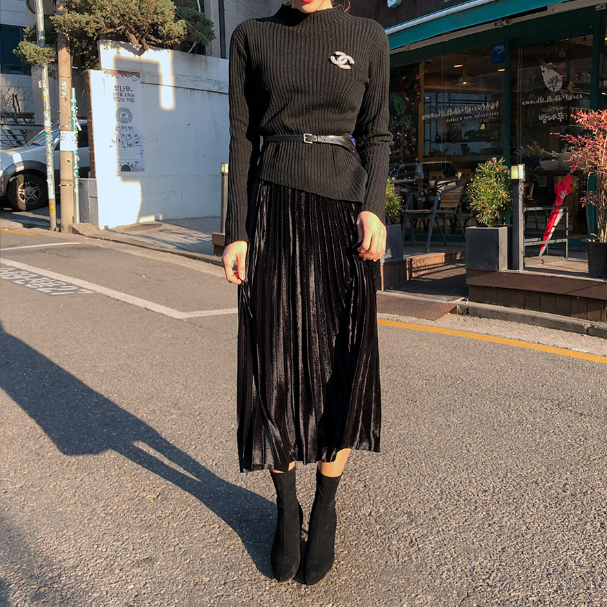 [CHUU] Knit Top + Velvet Pleated Skirt Set