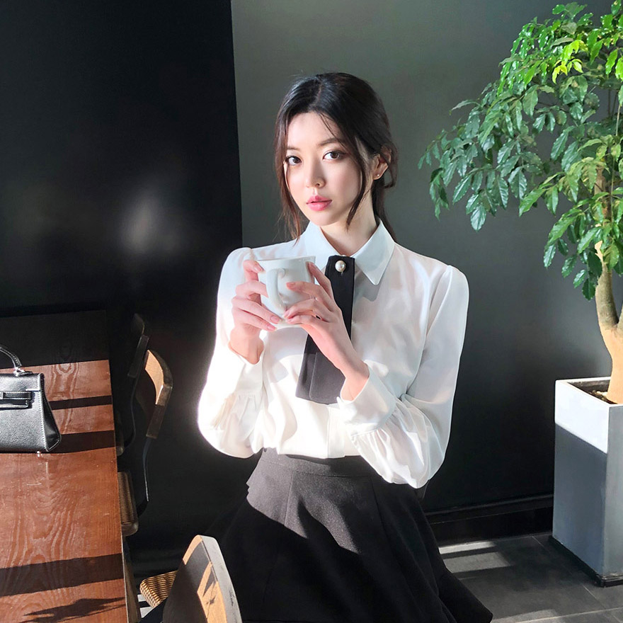 [CHUU] Pearl Point Tie Blouse