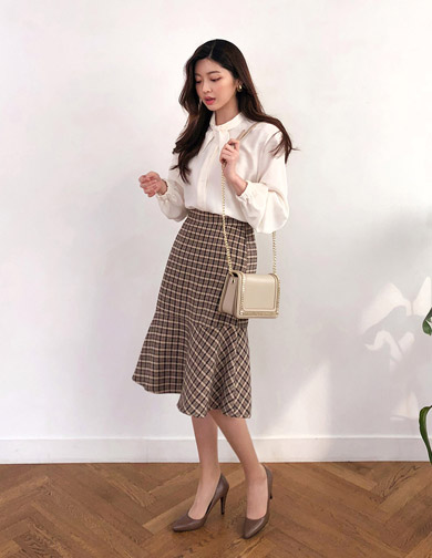 달리호텔 / Checked Flare Midi Skirt