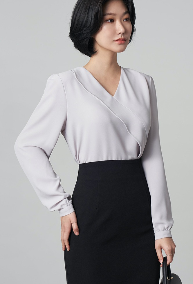 달리호텔 / Annona V-neck Shirring Blouse_H65844