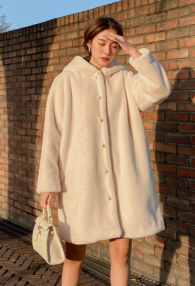 달리호텔 / Chloe Fur Hood Pearl Button Coat